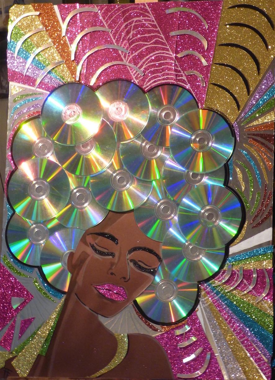 Donna III - Collage sur carton plume - CD,papier pailleté,marqueur,peinture - 50x70 - 300€